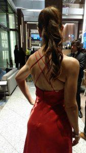 Luz Juanes en los Goyas 2017 luciendo un peinado de rogelaine imagen